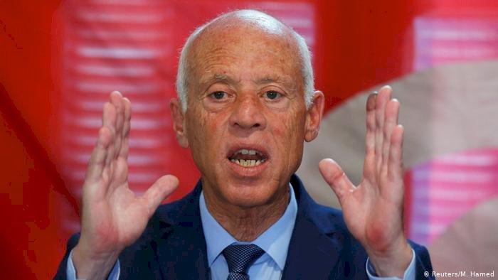 أسوأ أزمة منذ استقلالها.. سيناريوهات حلّ البرلمان التونسي