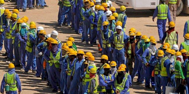 العمال النيباليون يستغيثون من تأخر إجراءات قطر لحمايتهم من الإصابة لكورونا