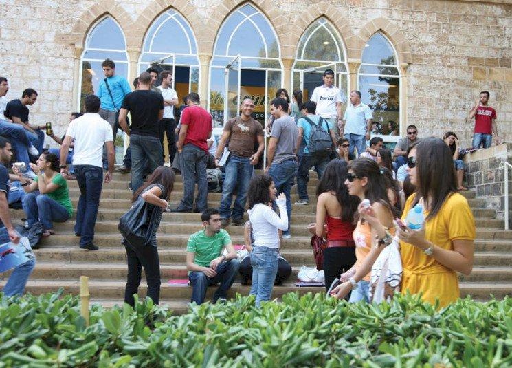 مليون عاطل في لبنان.. وشباب يؤكدون: هيمنة حزب الله وضعف الحكومة أضاع مستقبلنا