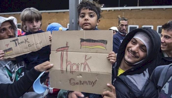 شباب اللاجئين يعانون في أوروبا.. و