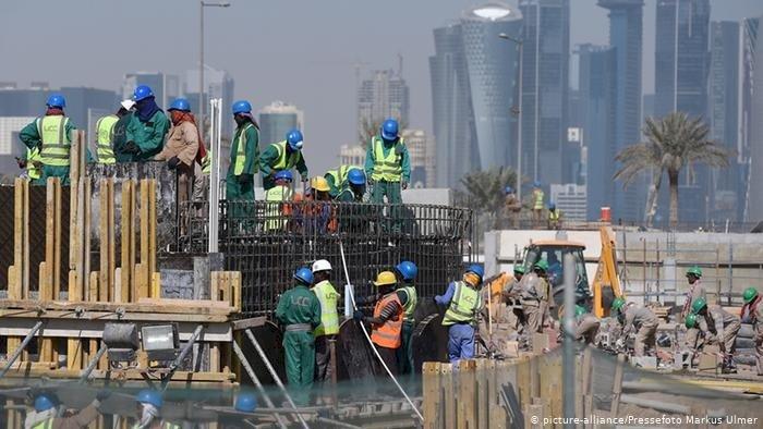 رغم تفاخر الدوحة بِه.. استاد الثمامة شاهد على انتهاكاتها ضد العمال