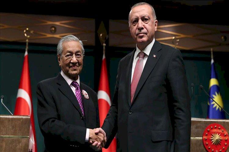 على خطى «أردوغان» الإخواني «مهاتير محمد» يهدد ملايين الفرنسيين