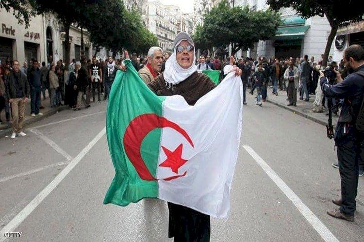 عزوف الجزائريين عن المشاركة في الاستفتاء ينذر بتجدد الاحتجاجات