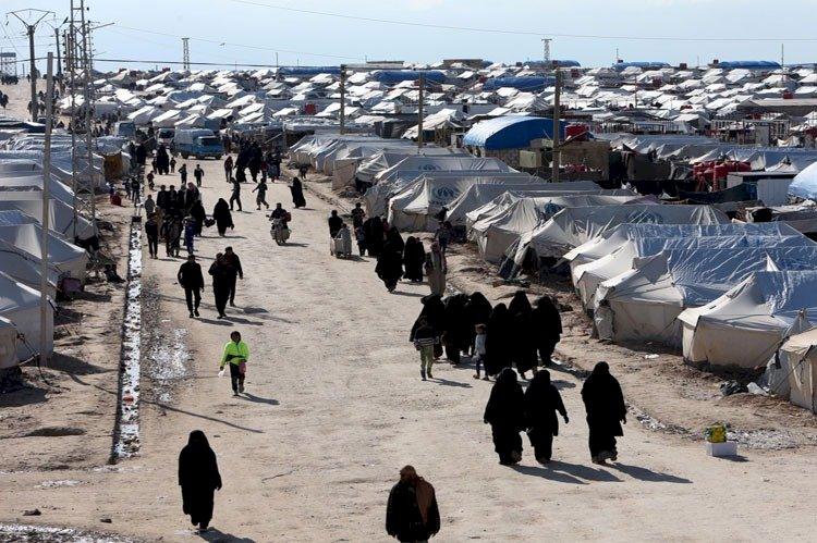 عائلات سورية تفضل «المصير المجهول» على جحيم «مخيم الهول»