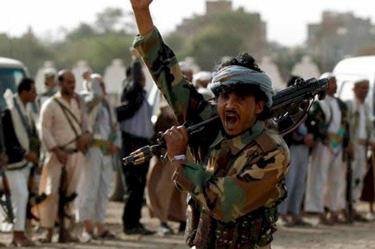 خبراء يمنيون: الحوثي يعتمد على جاهل وهارب في إدارة الميليشيات