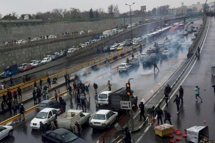 إيران تقمع احتجاجات بلوشستان بلا رحمة وتحاكم المتظاهرين عسكريا