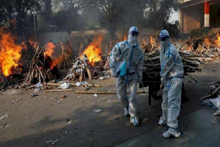 محارق الموتى.. كيف تشهد الهند أبشع كارثة إنسانية بسبب كورونا