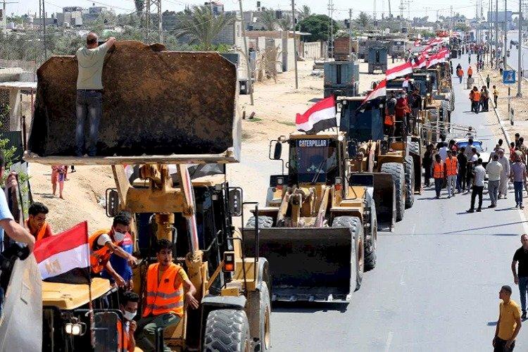 بعد وصول معدات مصرية لغزة.. سياسي فلسطيني: خطوة لإعادة الحياة بالقطاع