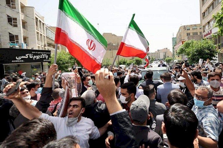 إيران بعد انتخاب الرئيس.. بين رفض المتظاهرين وملاحقة إبراهيم رئيسي دوليًا