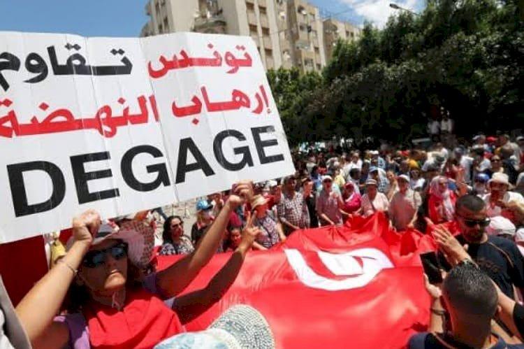 إخوان تونس ومصر.. كيف كشفت الأحداث عنف وإرهاب الجماعة؟