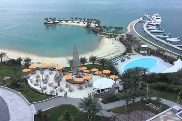 عَبْر الأكاذيب والتهديدات.. كيف تحاول قطر السيطرة على جزيرة الحوار البحرينية؟
