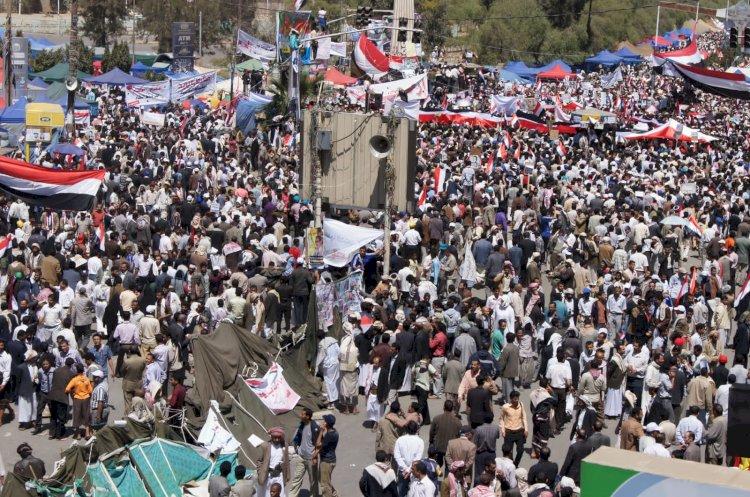 لتردي الأوضاع.. الاحتجاجات تتواصل في المكلا وتحذيرات من مخطط الإخوان
