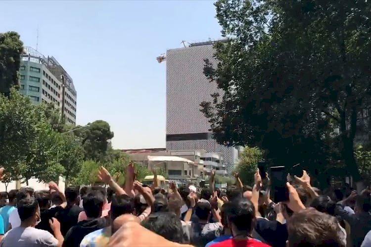 لتزايد الأزمات.. الاحتجاجات الشعبية في إيران تتصاعد